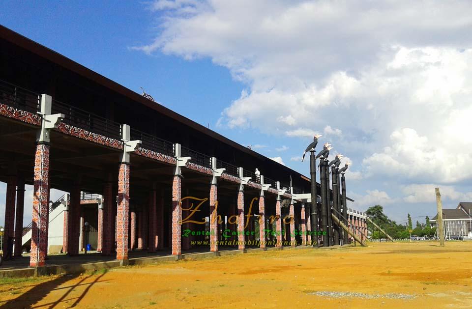 Rumah Radank ( Rumah Betang Panjang / Rumah Adat Dayak di Kalimantan Barat )