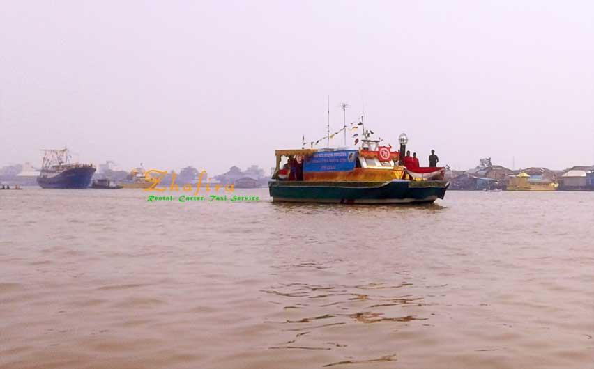 karnaval khatulistiwa laut