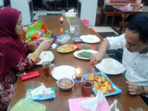 makan sea food di abang kepiting pontianak